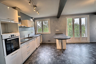 Clermont Ferrand, Appartement T3 avec garage, caves, excellent état